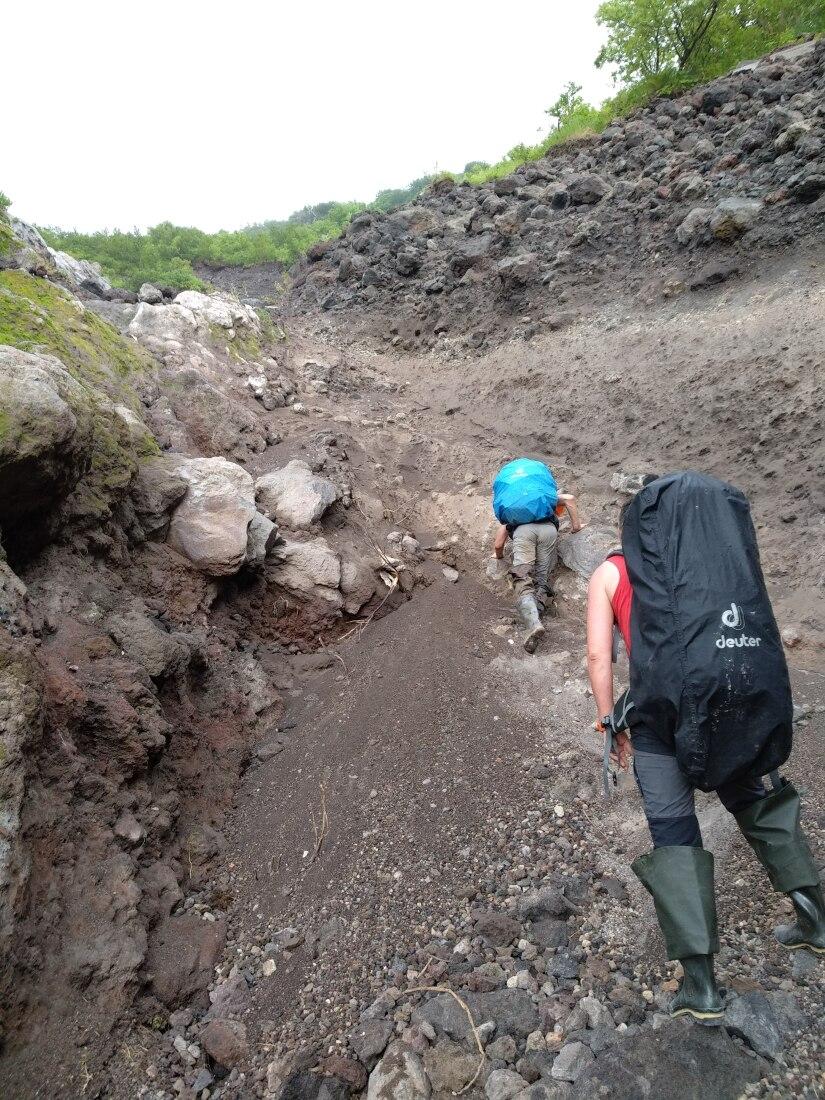 осыпи на подъеме на вулкан Итуруп